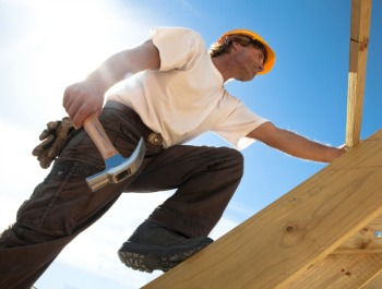 Protect Roofers From Deadly Falls With These Safety Precautions